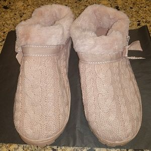 Shoes - Ladies knitted slippers. Size 9-10